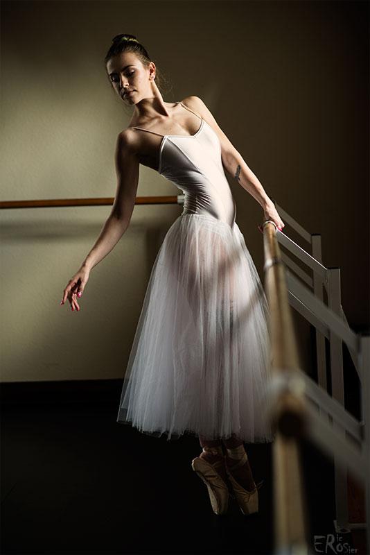portrait-ballerine-danseuse-posture-barre