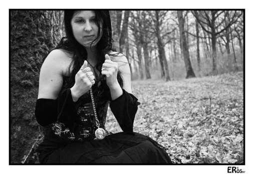 portrait-steampunk-feminin-foret-montre-gousset