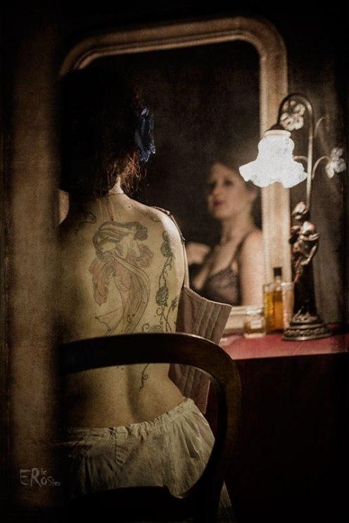 boudoir-1900-mucha-femme-miroir-coiffeuse