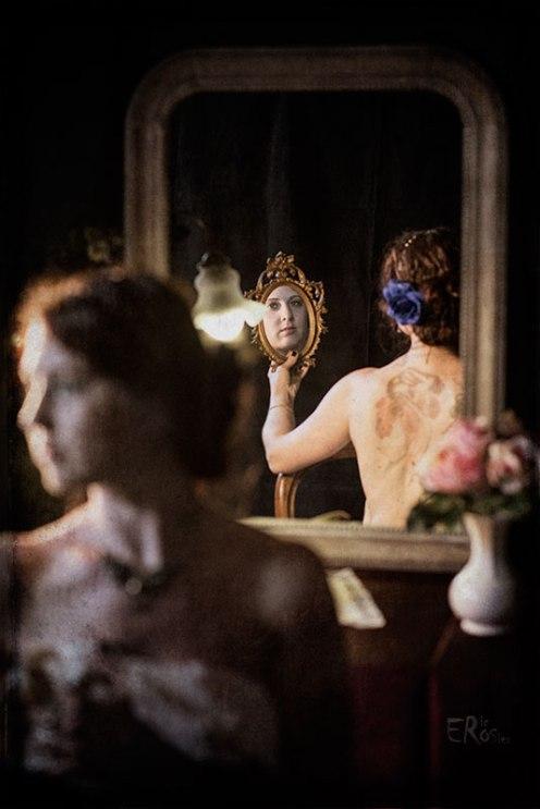 boudoir-1900-mucha-femme-portrait-deux-miroirs