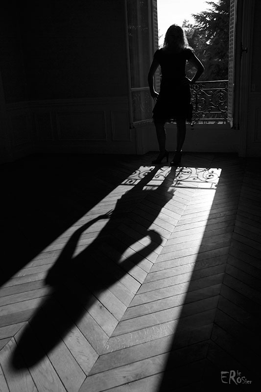 silhouette-ombre-jeune-femme